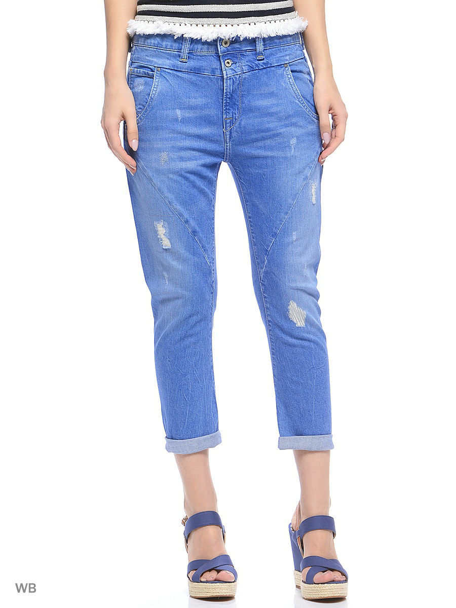 pepe jeans essay Pepe presented a range of jeans styles that offered a better fit than traditional 5-pocket western jeans (such as those made by levi strauss in the united states)-particularly for female customers.